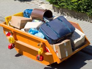 Вынос мусора в контейнер