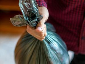 Вынос мусора в мешках